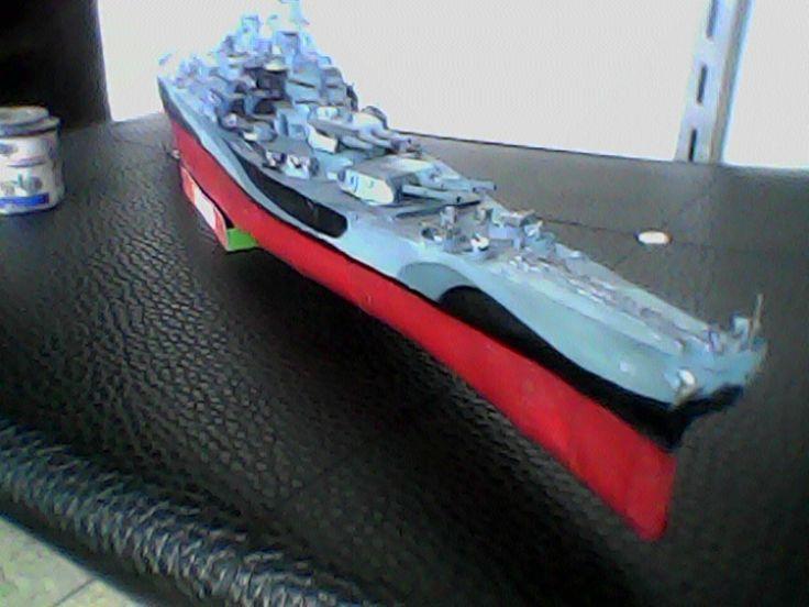 El BB-63 Missouri terminado después de 11 meses y 1200 piezas de papel y metal