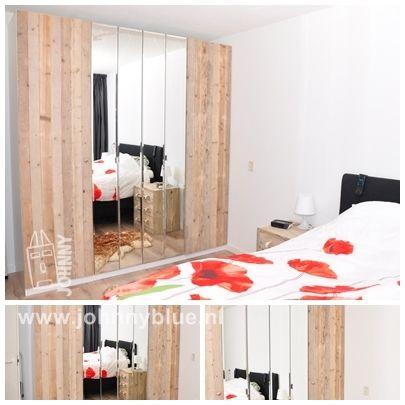 Kastdeuren van steigerhout Deze kastdeuren zijn speciaal gemaakt voor bijvoorbeeld een Ikea Pax kast van 2,36 hoog en 0.50 breed. Andere maten zijn uiteraard ook mogelijk. De prijs op basis van bovenstaande maat: € 150,- per deur. Montage is mogelijk, zie hiervoor onze leveringsvoorwaarden.
