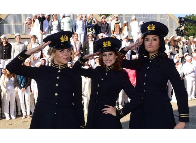 De meiden van K3 blikten dinsdag in een oude legerbasis in de Kempen de videoclip voor hun nieuwste single Love Boat Baby in. Ze kregen daarbij de steun va...