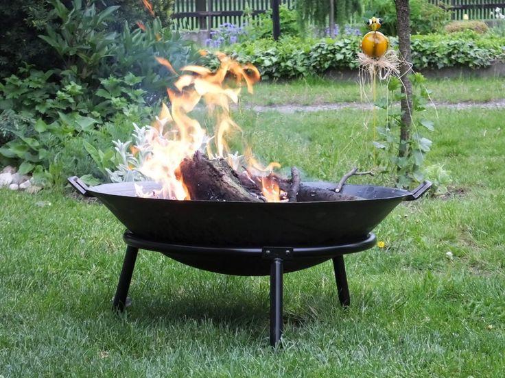 Užívejte si romantickou atmosféru praskajícího dřeva, plápolajících plamínků a typické vůně z kouře...večerní zahrada v létě doplněná o toto přenosné ohniště...nádherná představa může být realitou.