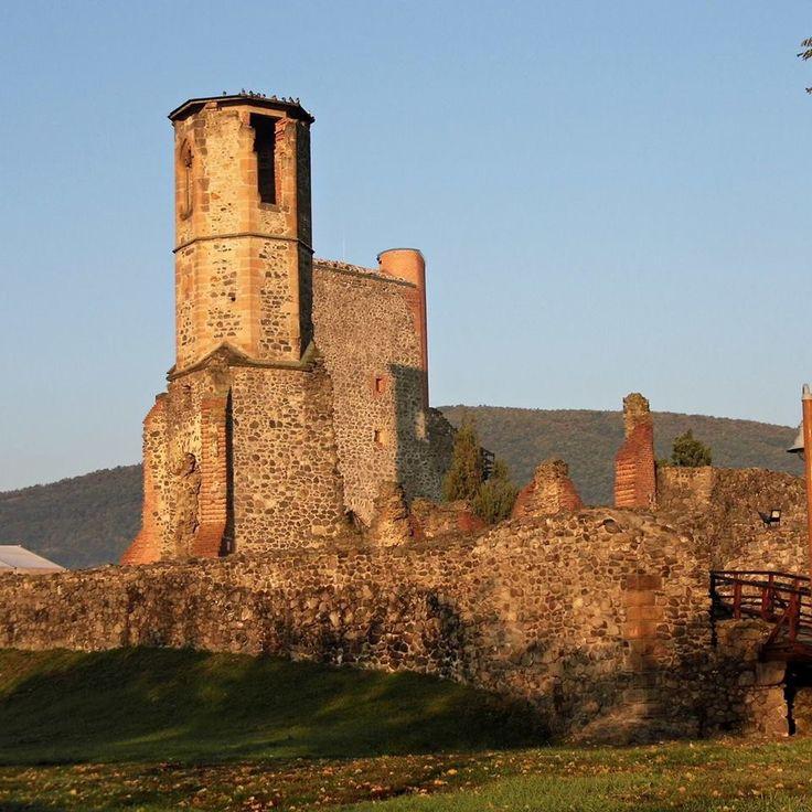 Gyönyörű helyeken épültek a sokat látott, kalandos életet megélt erődítmények, melyek mai állapotukban is mesés látványt nyújtanak.