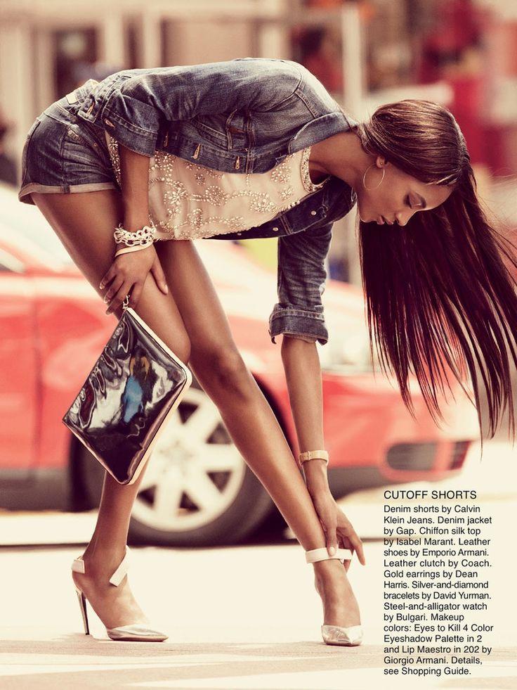 Шорты Calvin Klein Jeans, джинсовый жакет Gap, шелковый топ Isabel Marant, туфли Emporio Armani, клатч Coach