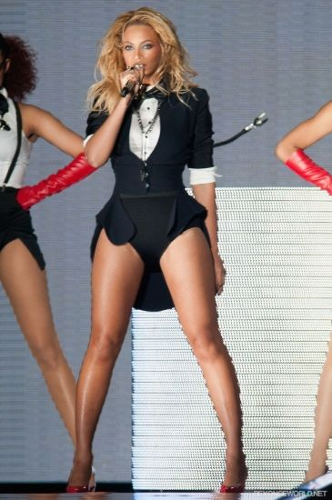 Dream Girl Beyoncu00e9u0026#39;s Best Performance Looks | Queens Beyonce Style And Stage Outfits