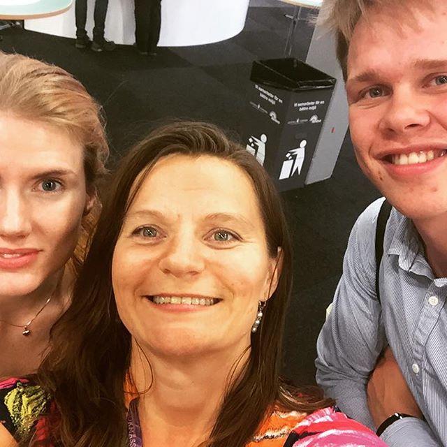 Genikampsgroupie!! Martina och Axel tittade förbi på Bokmässan!! #bokmässan2015 #bokmässan #genikampen #svt