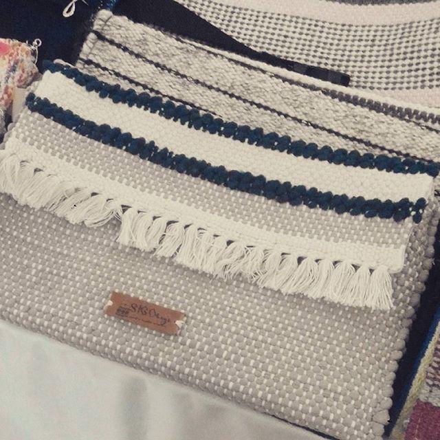 A #simple #evening #purse #handmadebag #bag #handwovenbag #fringe #blue #cream #sigobags #fair #romaniandesigners #designer #mamafest #envelopebag