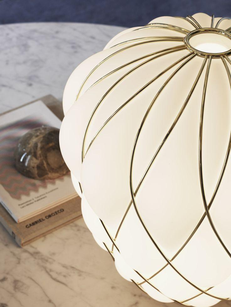 Acquista on-line Pinecone   lampada da tavolo By fontanaarte, lampada da tavolo in vetro soffiato design Paola Navone, Collezione pinecone