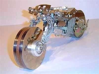 Déco moto et recyclage informatique - Insolite - Caradisiac Moto…