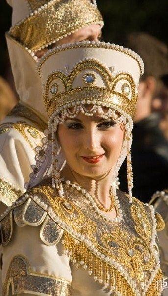 Russian costume. Kokoshnik. Stylization. TEODECHILDE