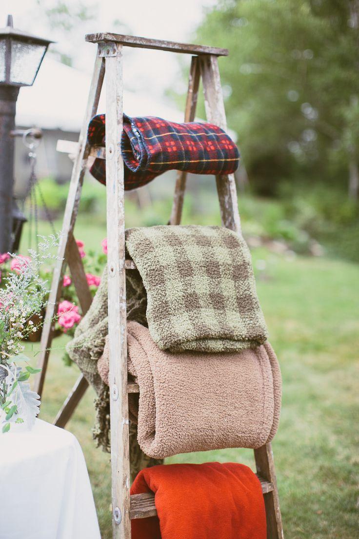 Blanket rack for outdoor weddings