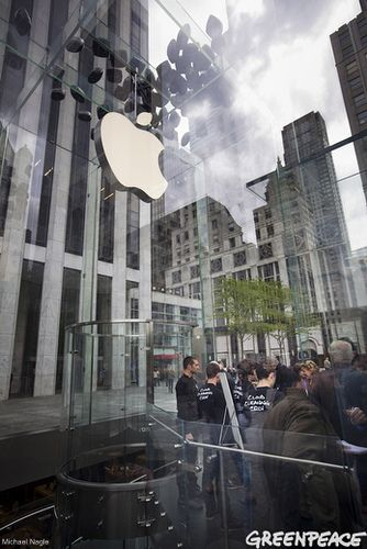 """April Photo of the Month - Michael Nagle shows the above ground entry way of Apple's 5th Ave. store in NYC after Greenpeace activists released black balloons with the message """"Clean our Cloud"""": Apples 5Th, April Photos, Apple 5Th, Cloud, Black Balloons"""