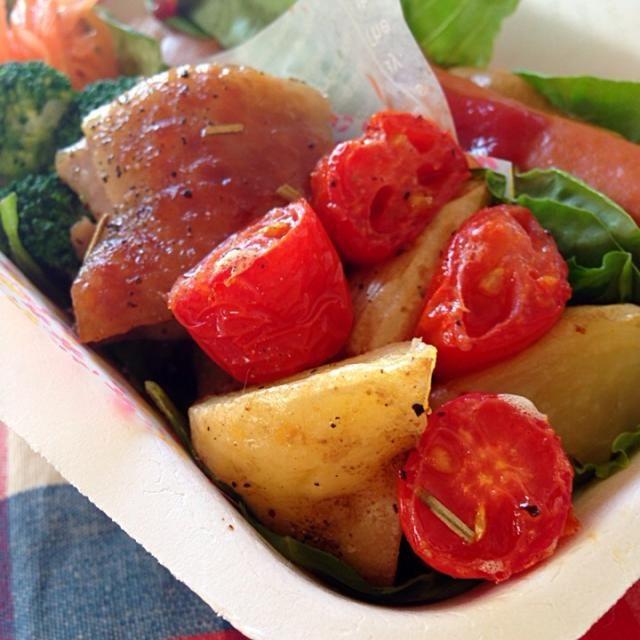 お弁当のおかずに、手羽元じゃなくて、普通のモモ肉で作ってみました。 ミニトマトも一緒に焼いちゃった(o^^o) お昼が楽しみです☆ - 44件のもぐもぐ - marron(まろん)さんの料理 手羽元とじゃがいものグリル by kingyo_85