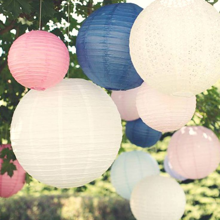Don't these paper #lanterns looks absolutely #gorgeous! 💕 What an easy way to bring hints of colour to your #wedding 💕