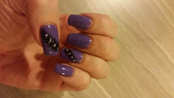 Purple nails with feathers