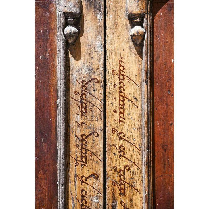 Elvish. Girona. July 2017. #door #cityphotography #catalonia #elvish #elvishletters #girona #igerseurope #LOTR #lordoftherings #ok_europe #picoftheday #streetphoto #travel #travelphotography #travelphoto #travelstagram #trip #tripgram #urban #urbanpic #wood