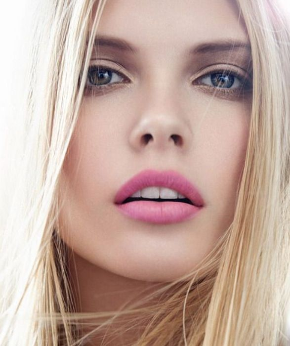 Spring is  approaching, and pink lips are making a comeback.