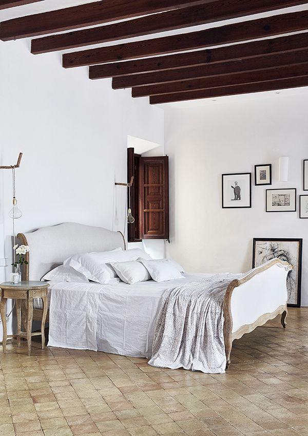Designerii de interior de la Moredesign  au lucrate pentru mai mult de un an la amenajarea acestei frumoase case dinMallorca, Spani...
