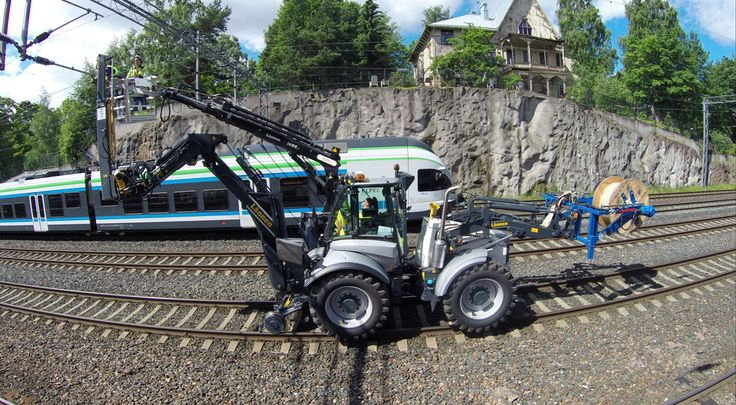 #Lännen #Lannen #rail #line #railsystems #linesystems #machine #multipurpose_machine #railway_work #reach_out #dig #load #lift #transfer #EltelNetworks #Helsinki #Finland