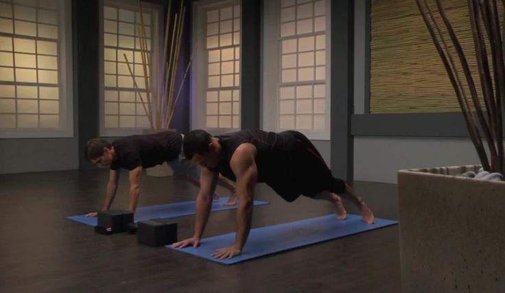 A 2-Minute Yoga Sequence To Improve Your Shoulder Flexibility