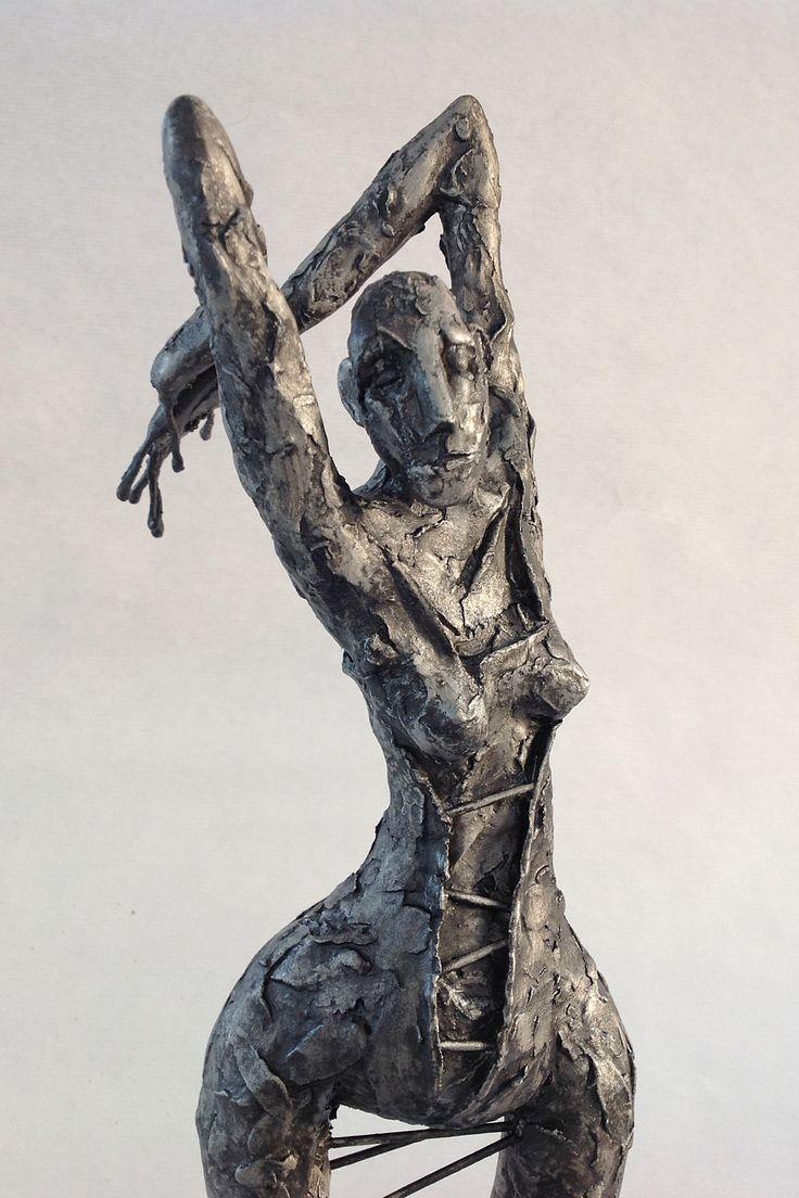 "Pablo Hueso. ""Renascença"" Figura Ne351. 2016. Arcilla polimérica. Acero. Pintura y pátina forja 3V3. 47 x 15 x 15 cm. http://www.pablohuesoart.com"