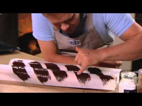 Bakken met Roger - Walnootcakjes afgewerkt met ganache en chocoladekrullen