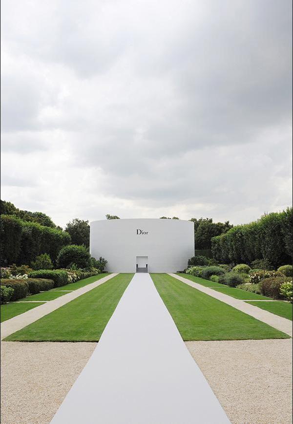 The Dior couture Autumn-Winter 2014-15 collection show. Bureau Betak.
