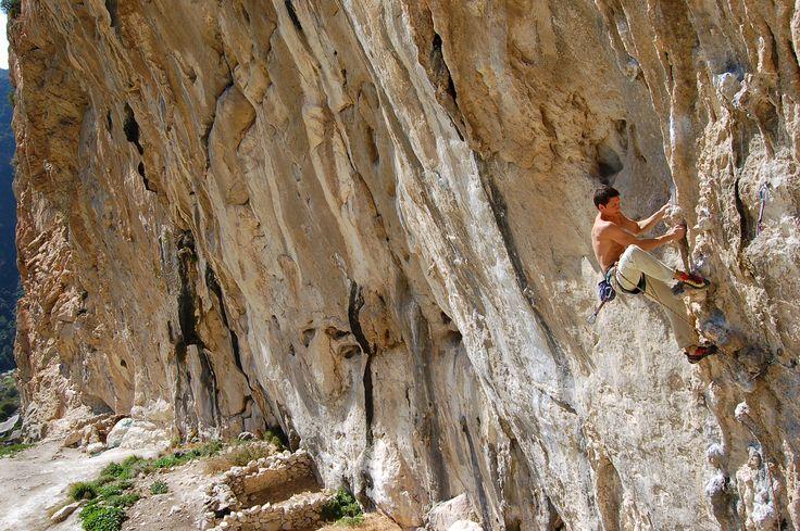 Antonioclimber on Lourdes 8a in El Chorro. Foto by Mateusz Haładaj