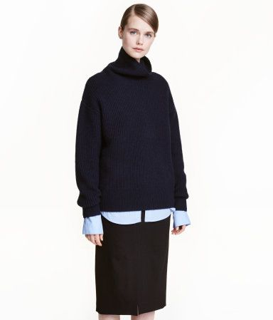 Dark blue. PREMIUM QUALITY. Rib-knit sweater in a soft cashmere and wool blend with a turtleneck and dropped shoulders.