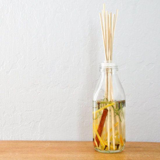 Haz un difusor aromático con cáscaras de cítricos y restos de hierbas - Notas - La Bioguía