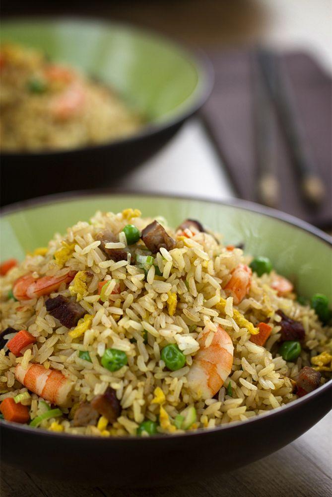 Arroz frito Yangzhou (揚州炒飯), un arroz frito estilo cantonés, aunque su nombre os resulte un poco desconocido, seguro que lo conocéis por el nombre de arroz tres delicias, aunque ésta es una versión más original y completa. #CocinoAsia #Arrozfrito #CocinaChina #CocinaAsiática http://www.cocinothai.com/arroz-frito-chino-yangzhou/
