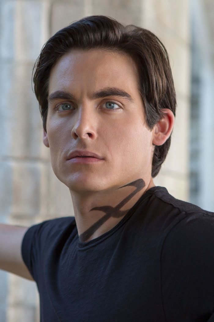 Alec Lightwood (played by Kevin Zegers) in Mortal Instruments - city of bones