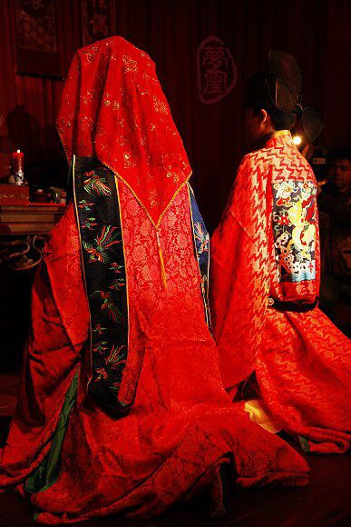 Hanfu (Han Chinese clothing) Wedding Photography. Ming dynasty style