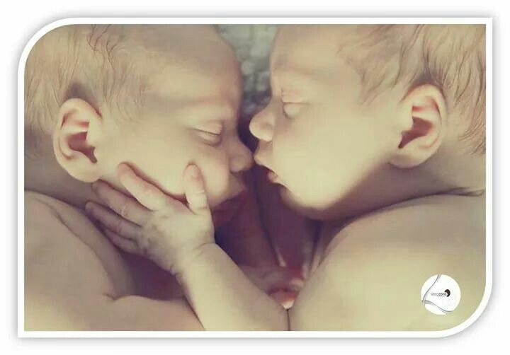 Hace poco más de un año nos encontrábamos emocionados de poder adelantaros la fantástica noticia de que nacía una nueva sección en Sleep Zone. Tímidamente, en una esquinita de nuestro local, llegaba Baby's Zone. Hoy, con la misma emoción os adelantamos que ¡¡Baby's Zone crece!! a los colchones de cuna, kits canguros, almohadas especiales para bebé, ..., existentes sumamos nuevos modelos, sumamos colchones y almohadas para edad juvenil, sumamos protección, sumamos cabeceros, sumamos puff…