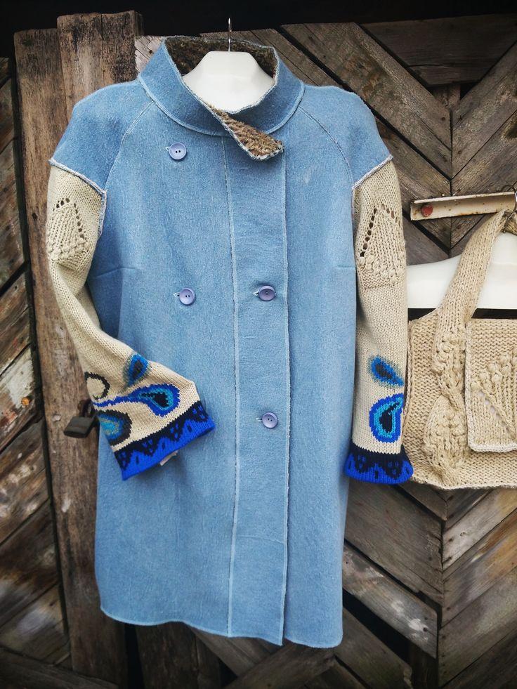 авторское пальто из джинсового дублерина, вязанные рукава интарсия спицами.