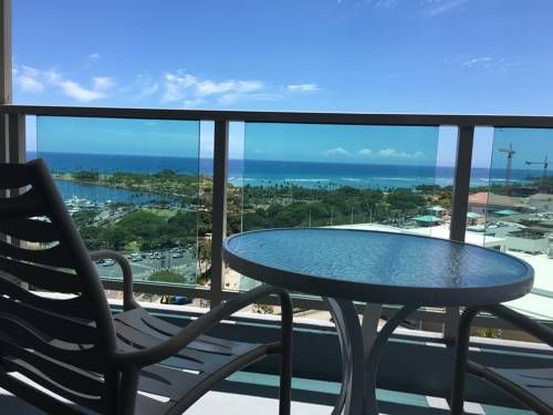 Vine at Ala Moana Honolulu (Oahu, Hawaii) Featuring free WiFi, Vine at Ala Moana offers accommodation in Honolulu. The hotel has an outdoor pool and views of the sea, and guests can enjoy a meal at the restaurant or a drink at the bar. Private parking is available on site.