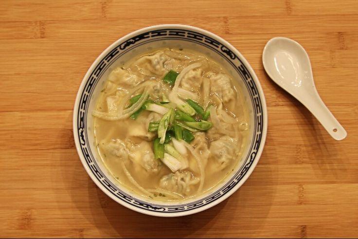 Soupe de dumplings au poulet et coriandre   Recettes Gourmandes