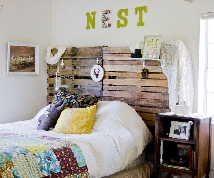 wohnideen schlafzimmer bettkopfteil farbige bettwäsche weiße wände