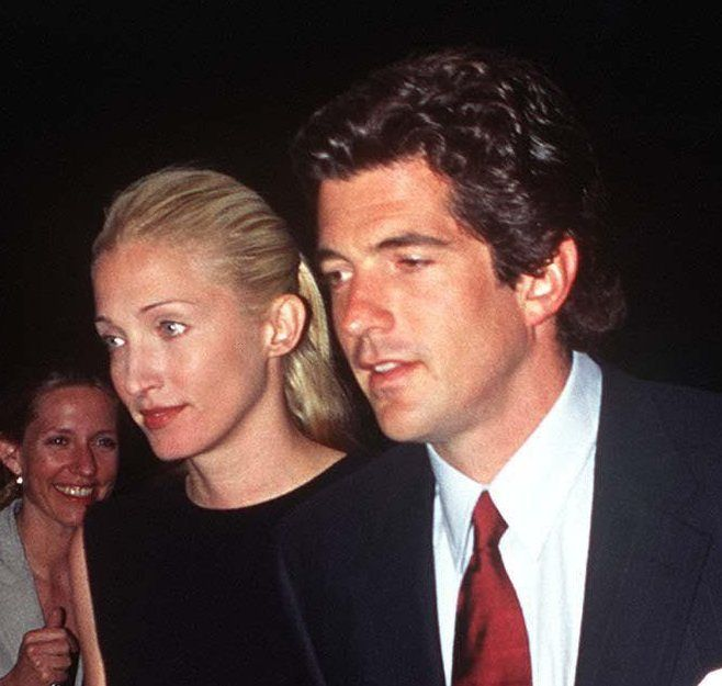 Carolyn Bessette Kennedy and John F. Kennedy Jr. -  Air Force One premiere (1997)
