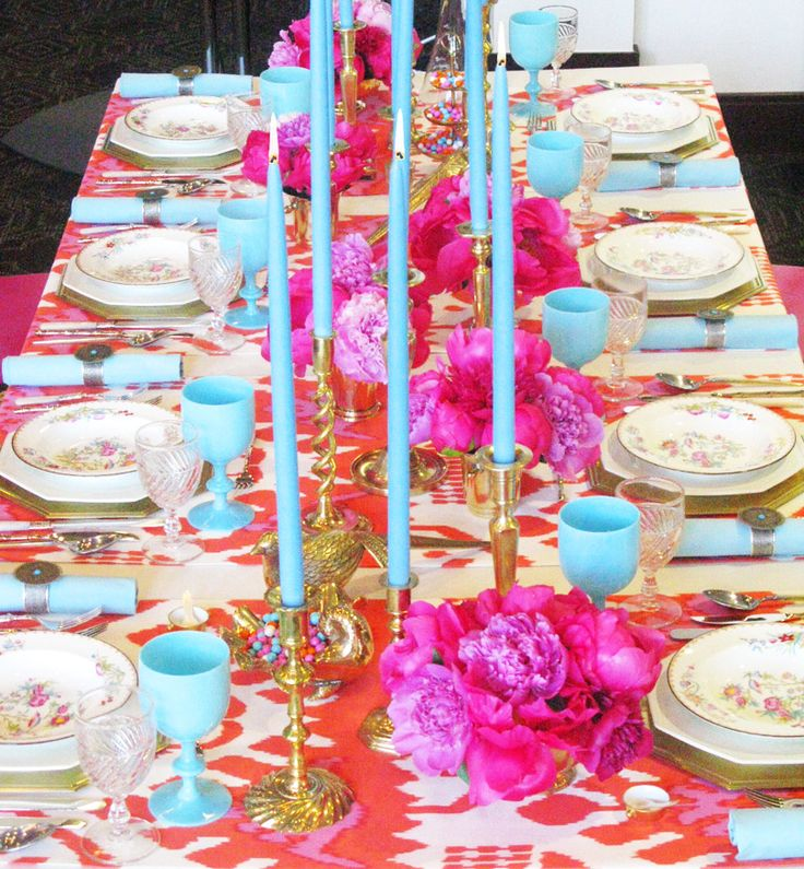 pink orange turquoise blue dining table setting decorColors Combos, Eddie Ross, Tables Sets, Color Combos, Blue, Candles, Dinner Parties, Hot Pink, Colors Schemes