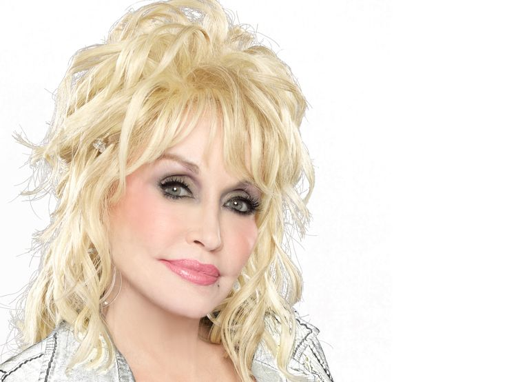 Dolly Parton Says Her Comments About Hillary Clinton Were 'Taken Out of Context'