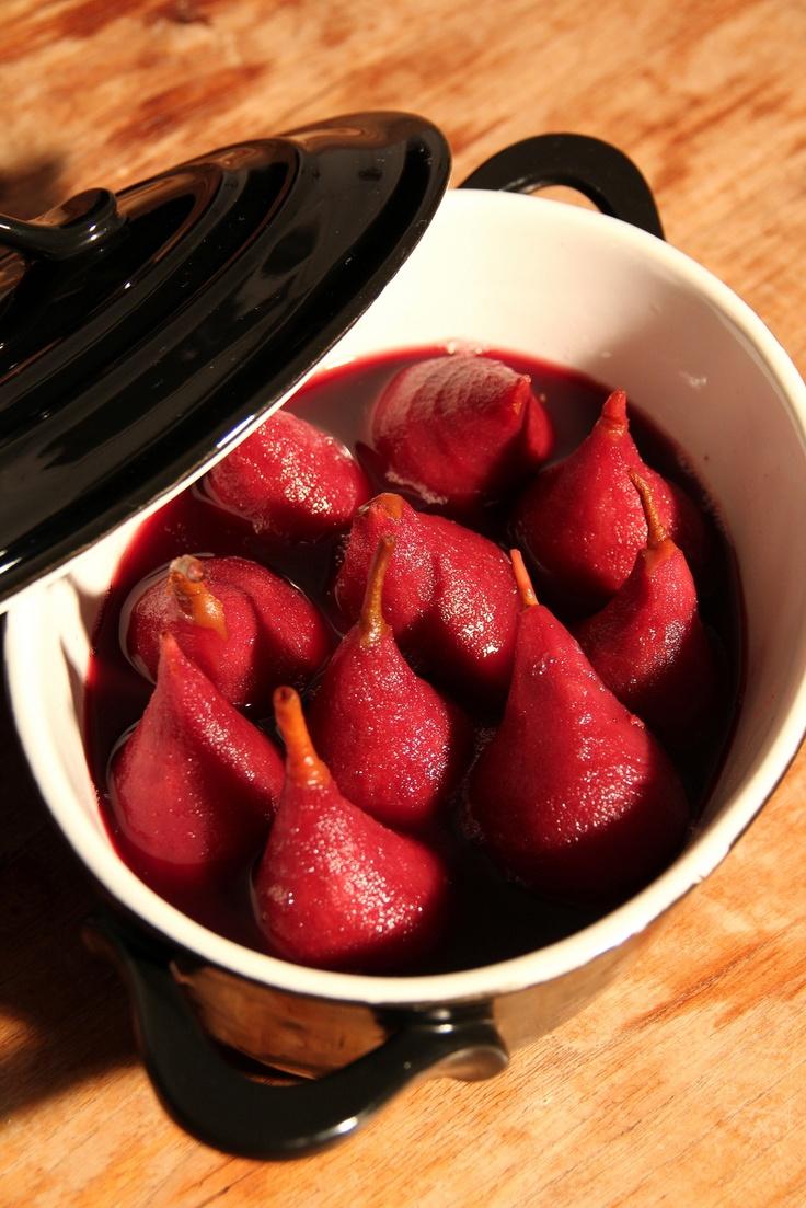 Gieser Wildemannen, heerlijke stoofpeertjes in rode wijn met een flinke scheut Crème de Cassis. Je kunt natuurlijk ook port nemen!
