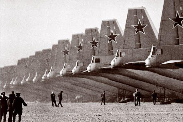 Ветераны Военно-Воздушных Сил России:  Аэродром ВТА, стоянка Ан-12,Иваново, 1970 год