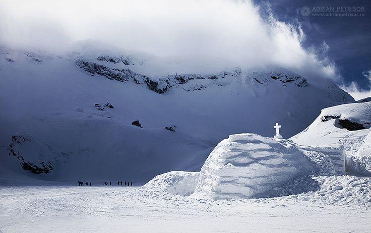 Balea Ice Hotel, the largest Ice Hotel from the Eastern Europe. Fagarasi Mountains, Romania. Credits Adrian Petrisor.
