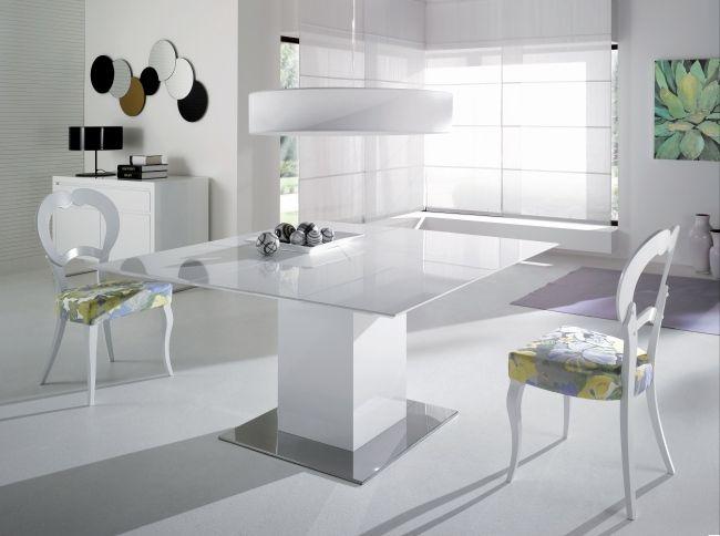table à manger extensible en forme carrée avec des chaises