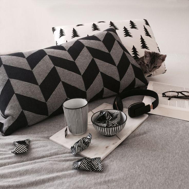 Draussen ist es grau und nass - die perfekte Gelegenheit also, um sich mit einer heissen Tasse Tee und Schokolade im Schlafzimmer zu verkriechen um endlich herauszufinden wer der Mörder im aktuellen Lieblingskrimi ist...