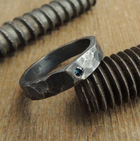 En ring för mannen med blå diamant, ekovänlig. [Eco-friendly ring with blue diamond.] #wedding #bröllop #ecobride