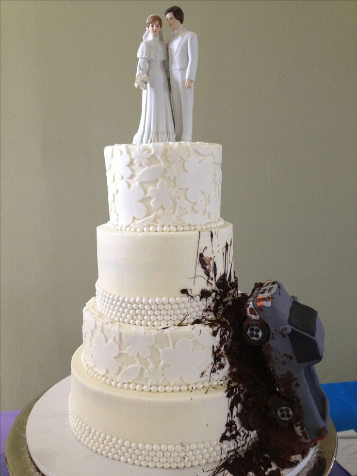 Mudding wedding cake! With lace and pearls.