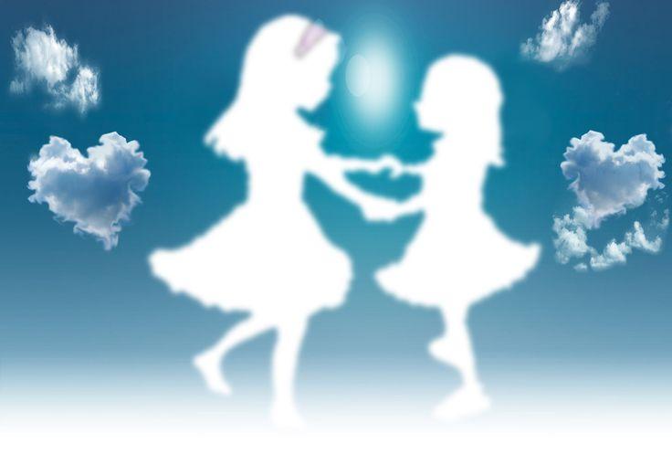 Να χορεύουμε αγκαλιά μέχρι να γίνουμε σύννεφα και να χαθούμε στην αγκαλιά του ουρανού.