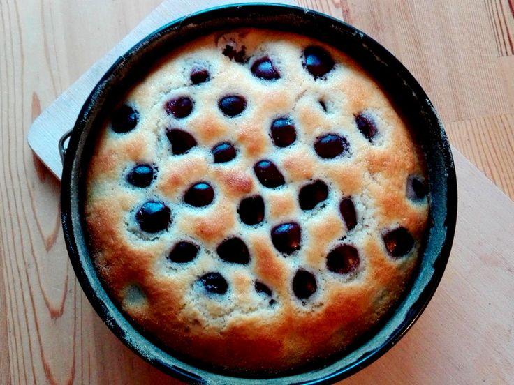 Třešňová bublanina je jednou z největších klasik hrníčkového pečení. A jelikož se dají třešně sehnat opravdu jednoduše, připravte si během letních dní tuto skvělou třešňovou bublaninu. Jelikož neobsahuje žádný tuk, kromě toho, co je ve smetaně, bude se přímo rozplývat.  http://www.hrnickova.cz/hrnickova-slehackova-tresnova-bublanina.html  #bublanina #tresne #hrnickova