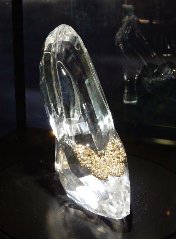 Imagen de http://blog-static.hola.com/estilistademodacristinareyes/files/2015/03/Cinderella-glass-slipper-prop.jpg.