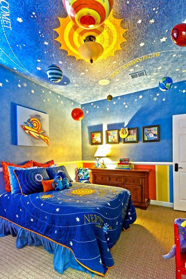 افكار لتزيين غرف نوم الأطفال بلمسات مبتكرة وغير تقليدية Space Themed Bedroom Outer Space Bedroom Decor Bedroom Themes